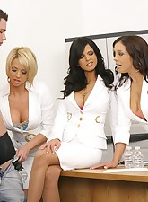 3 amaing milfs play with a..