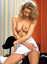 Blonde amateur model unleash..