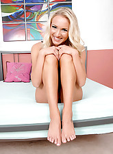 Blond tease gets her pretty..