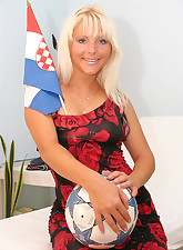 Croatian blonde babe shows..
