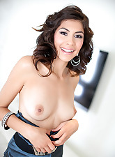 gorgeous brunette sucks a..