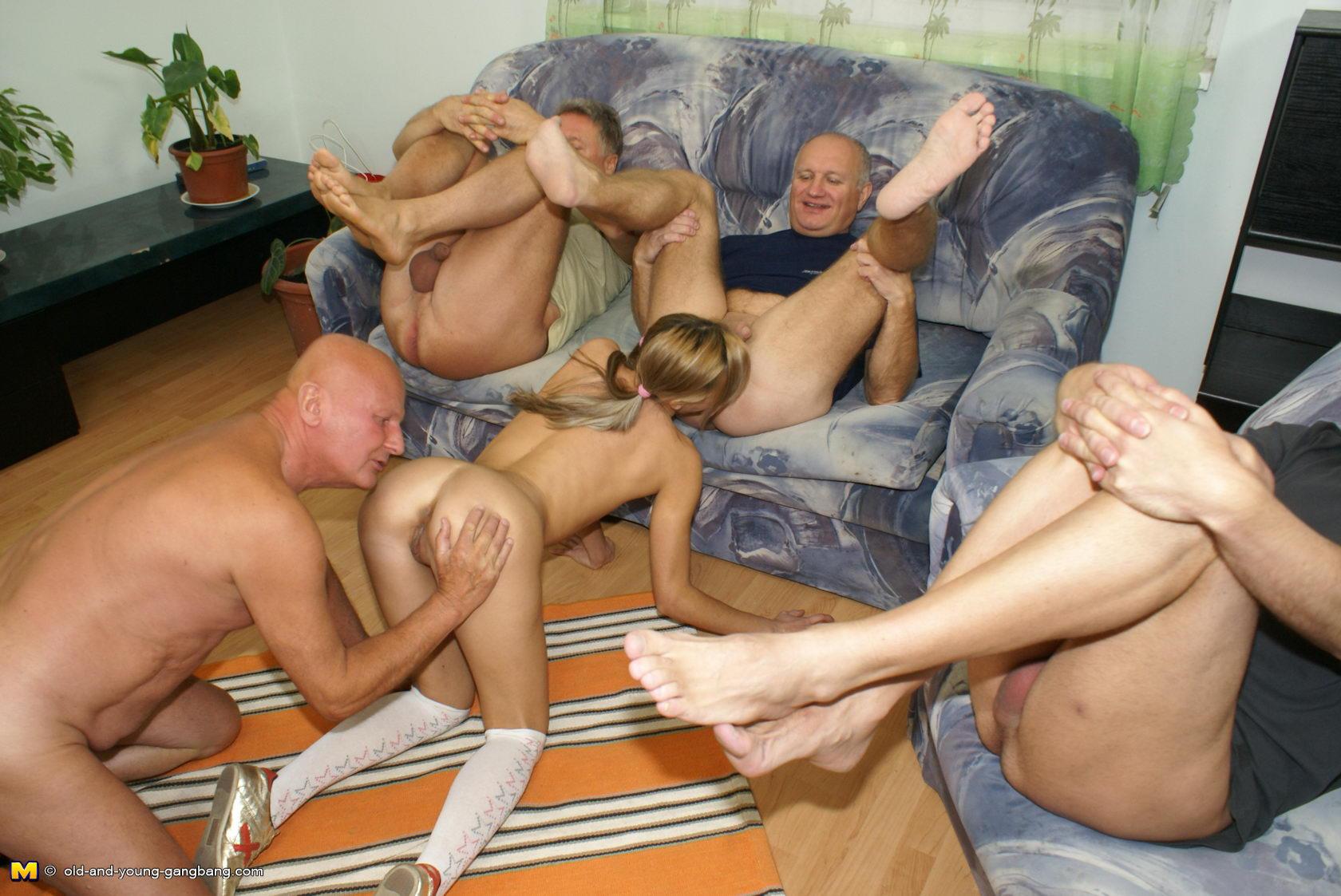 Смотреть онлайн порно девку пустили по кругу 9 фотография